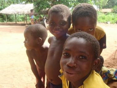 Le sourire des enfants d'une école soutenue par le projet Vi au Bénin