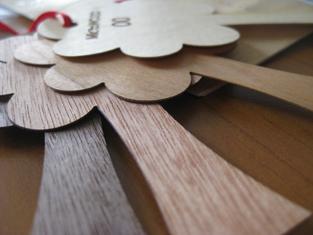 Différents échantillons de papier en bois
