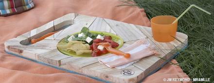 Un plateau télé ou pique-nique en bois de palette recyclée