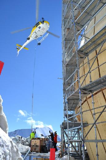 Les modules en bois préfabriqués dans la vallée ont permis de diminuer l'héliportage