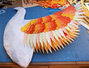 Le phoenix de Zim et Zum pendant sa réalisation, ici seules les ailes sont commencées