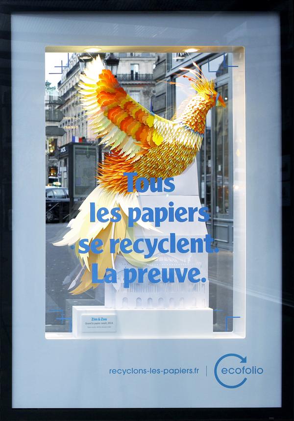 la campagne de sensibilisation d'écofolio sur le recyclage du papier s'appuie sur ce phoenix entierement réalisé en papier recyclé