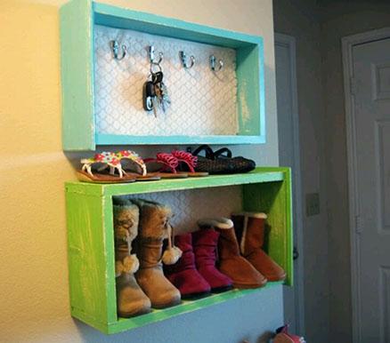 Un tiroir transformé en placard à chaussures, boîte à clefs