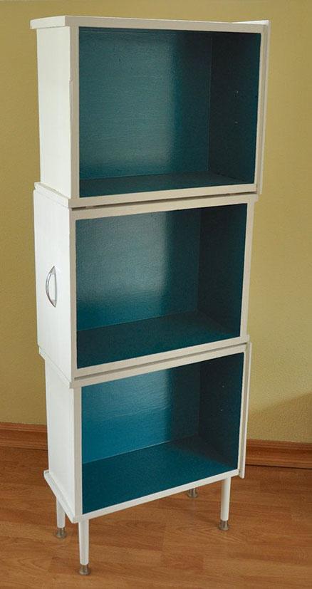 Vieux tiroirs réutilisés en armoire