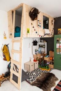 Une mezzanine en palettes pour la chambre des enfants